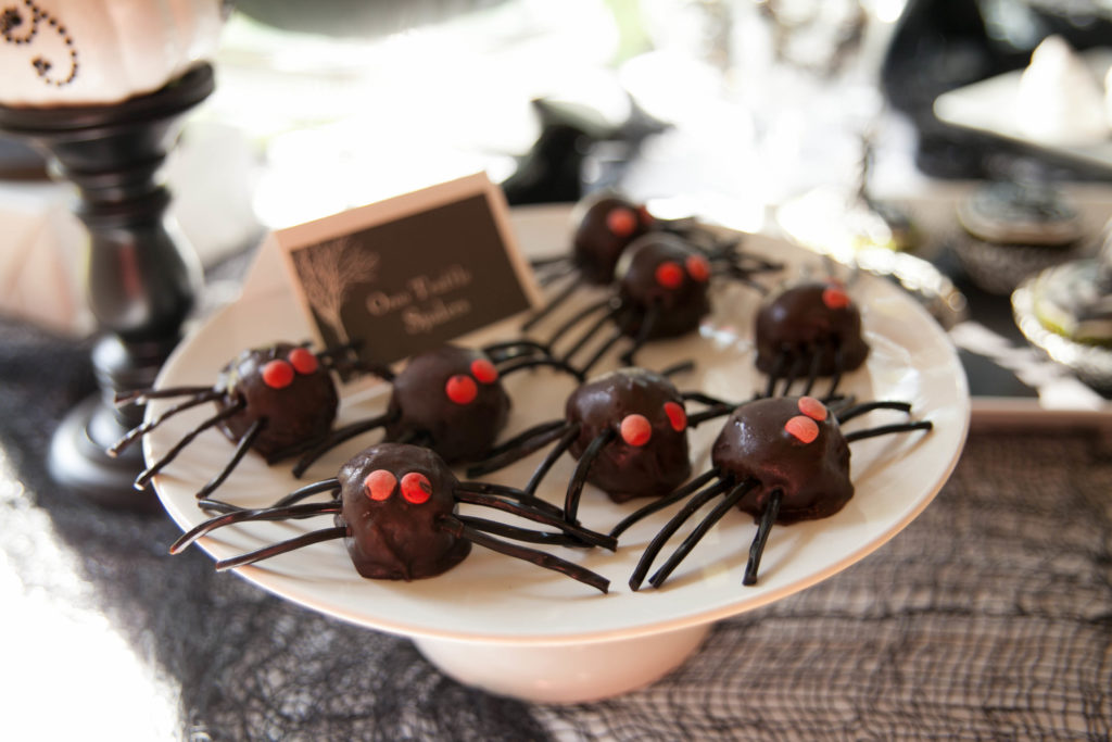 Smash Cake SoCal | Spooky Halloween Party, spiders, creepy halloween party