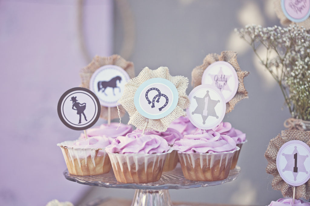Smash Cake SoCal | Vintage Chic Cowgirl Party with FREE Printable, sweet and shabby chic, rope name backdrop, cupcakes, circle tags, cupcake toppers, burlap