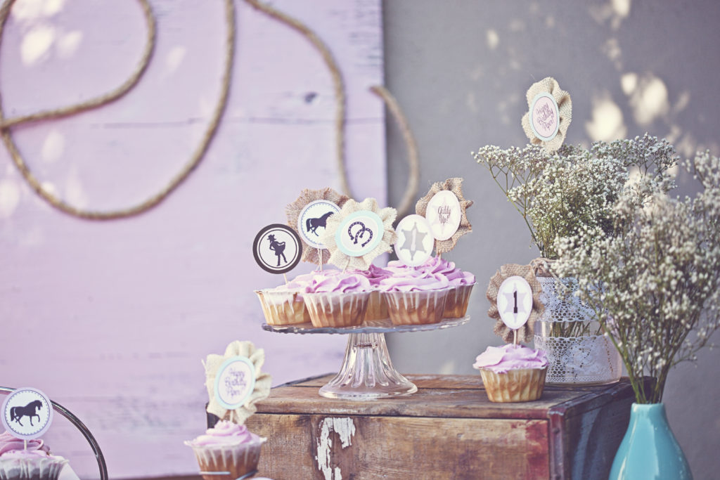 Smash Cake SoCal | Vintage Chic Cowgirl Party with FREE Printable, sweet and shabby chic, rope name backdrop, cupcakes, circle tags, cupcake toppers, burlap, baby's breath, cowgirl party decor
