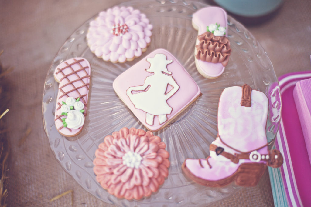 Smash Cake SoCal | Vintage Chic Cowgirl Party with FREE Printable, sweet and shabby chic, rope name backdrop, burlap, cowgirl cookies, boots